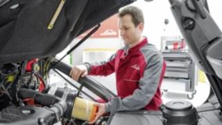 Linde Servicetechniker am Fahrzeug