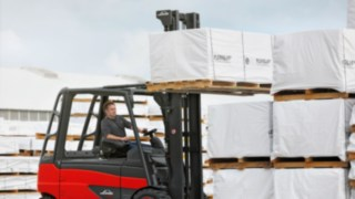 e_truck-stacking-manufacturing-3693_570